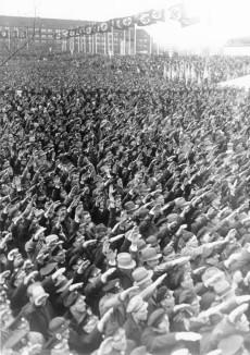 Hälsningen var mycket vanlig och folklig i det nationalsocialistiska Tyskland.