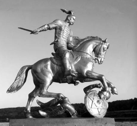 """Sviatoslav I, sonson till Rurik och prins av Kiev, var den som besegrade khazarerna. 2005 reste den ryska skulptören Vyacheslav Klykov denna en """"kontroversiella"""" staty i en ukrainsk by. Den visar hur Svyatoslav trampar en Khazar-krigare. Eftersom khazarerna var judar och en davidsstjärna trampas ner i smutsen av en häst, har konstverket beskyllts för att vara anti-semitiskt."""