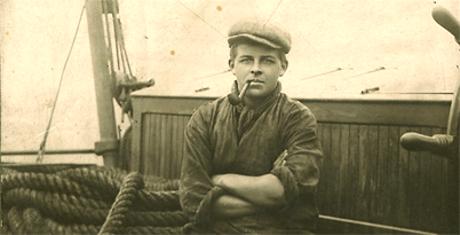 En ung Evert Taube till sjöss.