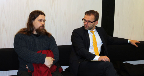 Fredrik Vejdeland och hans advokat, Björn Hurtig.