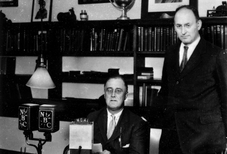 Franklin D. Roosevelt (sittande) och Henry Morgenthau Jr.