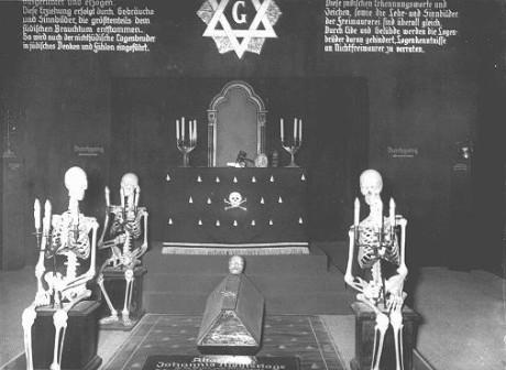 En övergiven frimurarloge som ingick i en tysk utställning. Fotografiet togs i München, Tyskland, November 10, 1937.