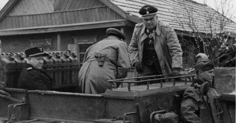 Felix Steiner eskorterar Vidkun Quisling vid ett frontbesök 1942