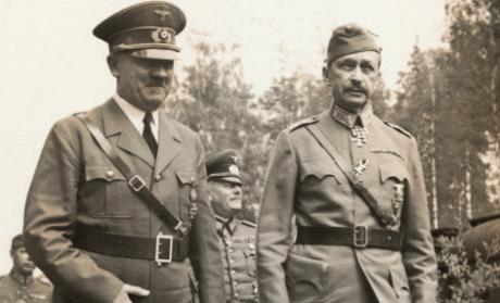 Adolf Hitler gratulerar Mannerheim på 75-årsdagen i juni 1942