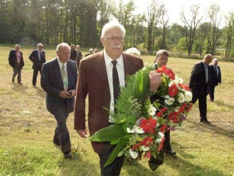 Peter Klepsch blev vittne till mordet på de fem pojkarna. Här under en minnesceremoni i Saaz.