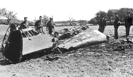 Vraket efter Hess Bf 110-plan på åkern i Eaglesham.