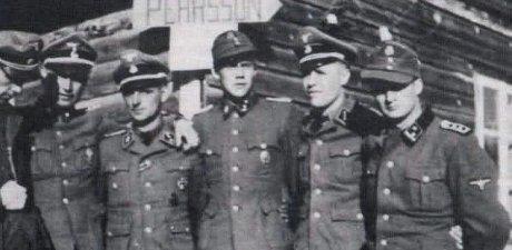 Gösta Borg tillsammans med andra svenska officerare i Waffen-SS