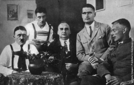 Hitler, Hess med flera i Landsbergsfängelset 1924.