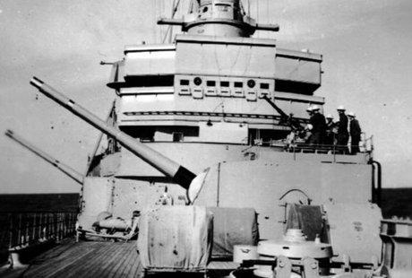 Det främre artilleriet på HMS Gotland