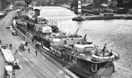 HMS Gotland i hamn under 1950-talet