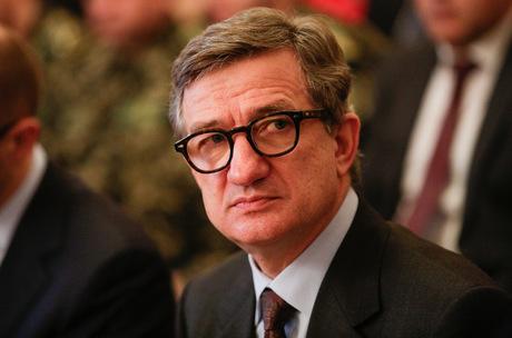 Serhiy Taruta finansierar Azov-bataljonen.
