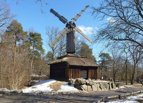 Främmestadskvarnen. Kvarnen kan dateras till 1750 men byggdes om år 1828. Den stod ursprungligen i Främmestads socken, Västergötland.