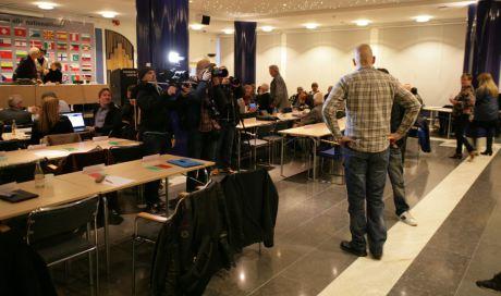 Media kretsade som flugor kring Motståndsrörelsens Pär Öberg.