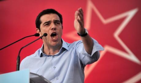 """Alexis Tsipras, Syrizas partiledare, blir ny premiärminister. Enligt vissa en säkerhetsventil som kommer fortsätta samarbetet med internationella långivare. Enligt Tsipras förespråkar Syriza """"ingen Euroskepticism alls"""" medan """"det finns absolut ingen möjlighet för ett Grexit""""."""