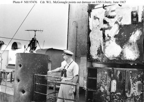 USS Liberty efter den israeliska attacken.