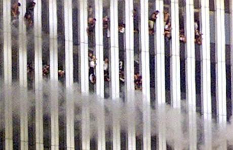 Ungefär 3000 människor dog under de mystiska terroristattackerna.
