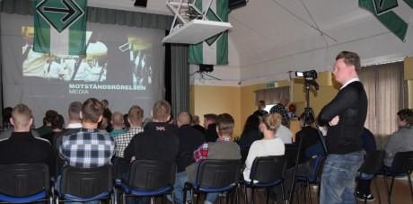 Under en paus kunde de som ville se på Motståndsrörelsens presentationsfilm.