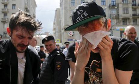 Homoaktivister har blivit pepparspayade.