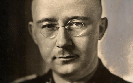 Heinrich Himmler var chefen för SS, Tredje rikets skyddsgrupp.