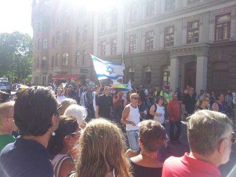 Simon Banks förmodade stamfränder demonstrerade för HBTQ i Sverige.