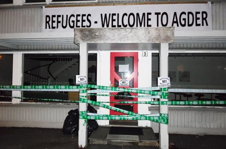 Norska aktivister spärrade av byggnad som välkomnar asylsökare till Agder.