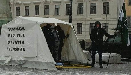 Nordiska motståndsrörelsen anordnar soppkök för behövande svenskar.
