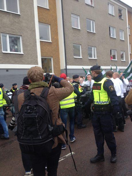 Bild från bråket då en Nordfront-journalist attackerades av mötesstörare. Klicka för förstoring.