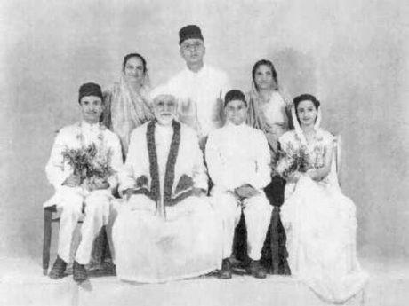 Parsiskt giftermålsfoto daterat till 1948. Idag uppges runt 100 000 parser finnas kvar i Indien.