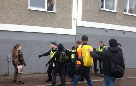 Mötesstörare som angrep Nordfront-fotograf golvad.