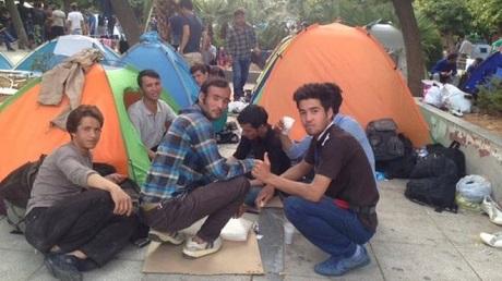 """Unga män och """"flyktingpojkar"""" som fastnat i Aten har börjat hänge sig åt prostitution."""