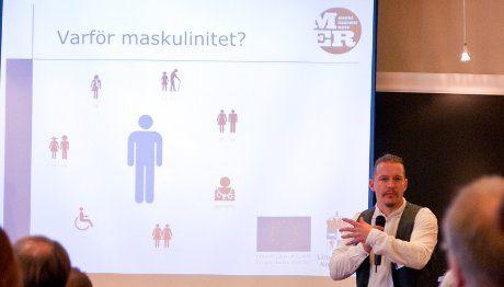 Peter Grusmark föreläser om maskulinitet i Norrbotten.