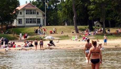 Skogshyddans badplats är en populär destination för barnfamiljer.
