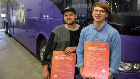 Albin H Davidsson från Trästockfestivalens ledningen och festivalgeneralen Nils Andrèn.