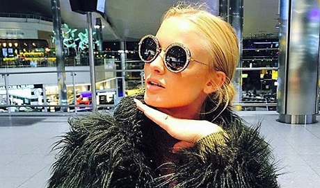 """Under feministen Zara Larssons konsert blev en ung tjej våldtagen, något som Larsson förstås skyller på """"alla killar""""."""