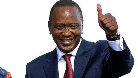 President Uhuru Kenyatta ser nöjd ut med beslutet att skicka hem somalier.