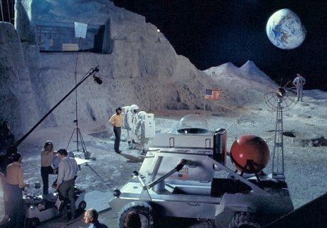 Hur skulle månlandningen ha skett när månen inte ens finns?