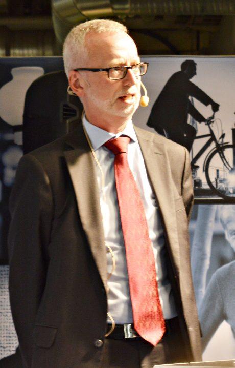 Dick Harrison - antisvensk historiker som hävdar att svenskarna inte finns.