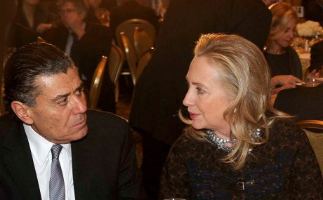 Haim Saban finansierar Hillary Clinton.