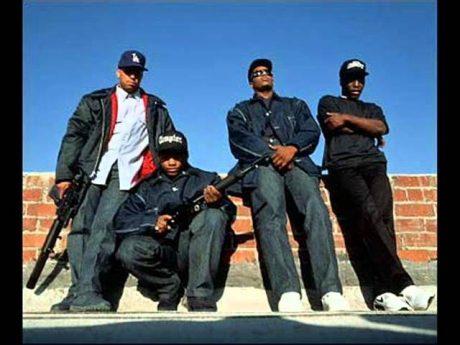 N.W.A-Niggers with attitude, ett av de första gangsterrapgrupperna.