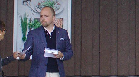 Simon Holmqvist utsattes för utpressningsförsök av Norran och Västerbottens-Kuriren.