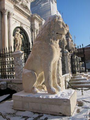 """Pireuslejonet i Aten, ett """"klotterplank"""" för vikingar."""