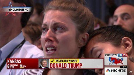 Besvikelse på Clintons valvaka när det började stå klart att Trump vinner valet.