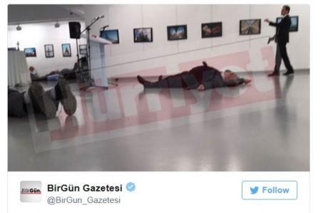 Bild som cirkulerat på sociala medier som ska föreställa gärningsmannen samt den skadade ambassadören.
