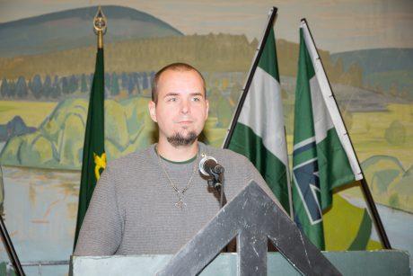Motståndsrörelsens ledare Simon Lindberg höll ett tal om den perfekta aktivisten.