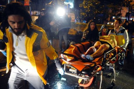 Många ambulanser fick föra skadade från platsen.