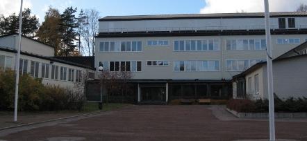 Skola stangs efter bombhot