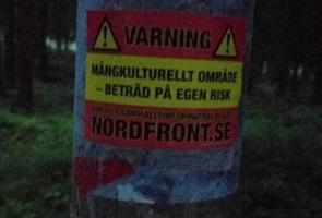 Klistermärken uppsatt i mångkulturellt område i Umeå