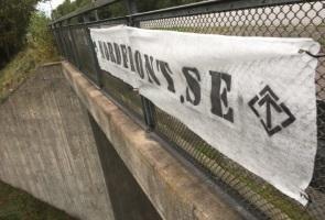 Banderoll uppsatt i Emmaboda