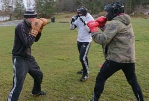Gruppträning med löpning, styrketräning och sparring – Stockholm
