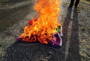 Banderolluppsättning och flaggbränning – Luleå